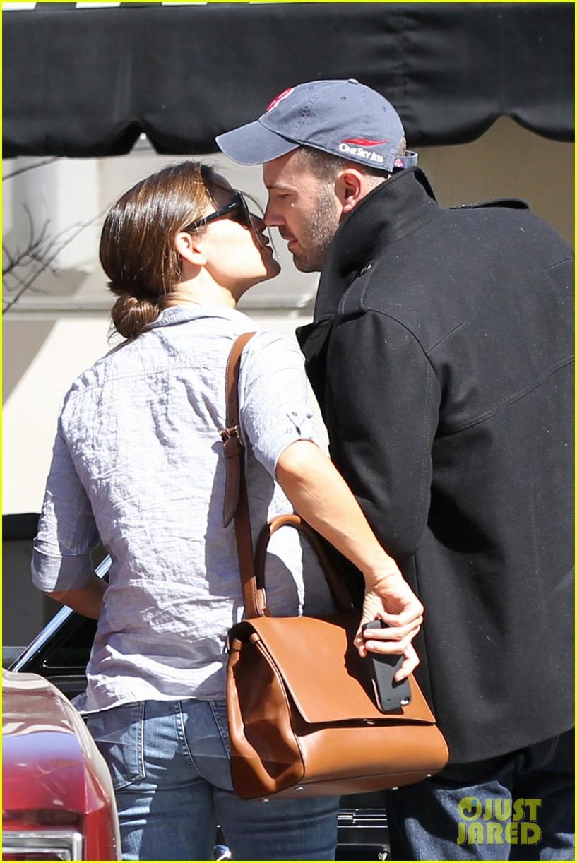 jennifer garner ben affleck kissing couple 062847649