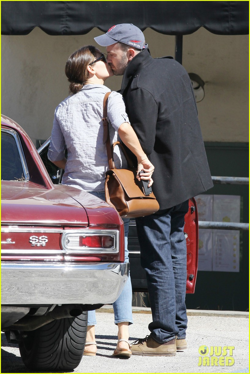 jennifer garner ben affleck kissing couple 13