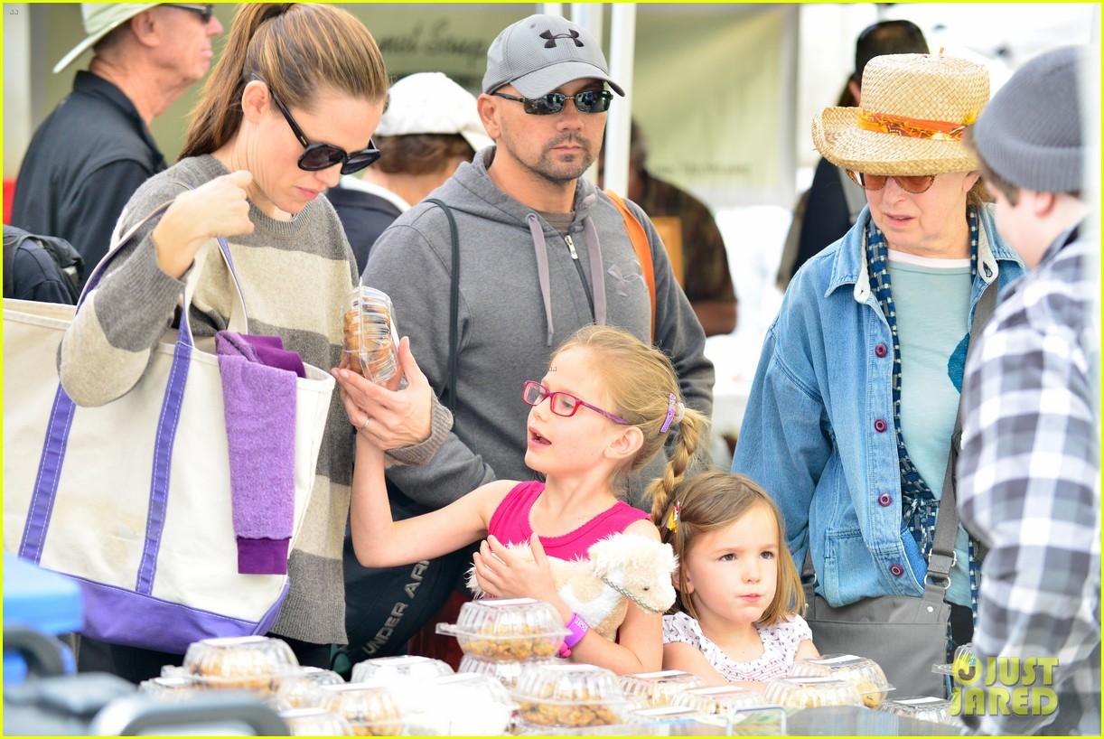 jennifer garner farmers market trip violet seraphina 262845004