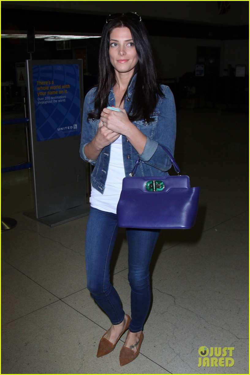 ashley greene arrives at lax after tragic condo fire 02