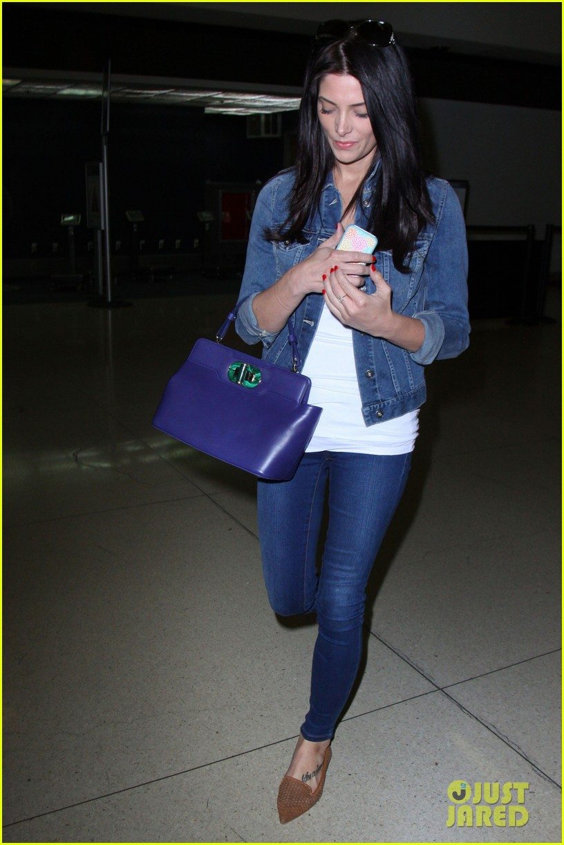 ashley greene arrives at lax after tragic condo fire 04