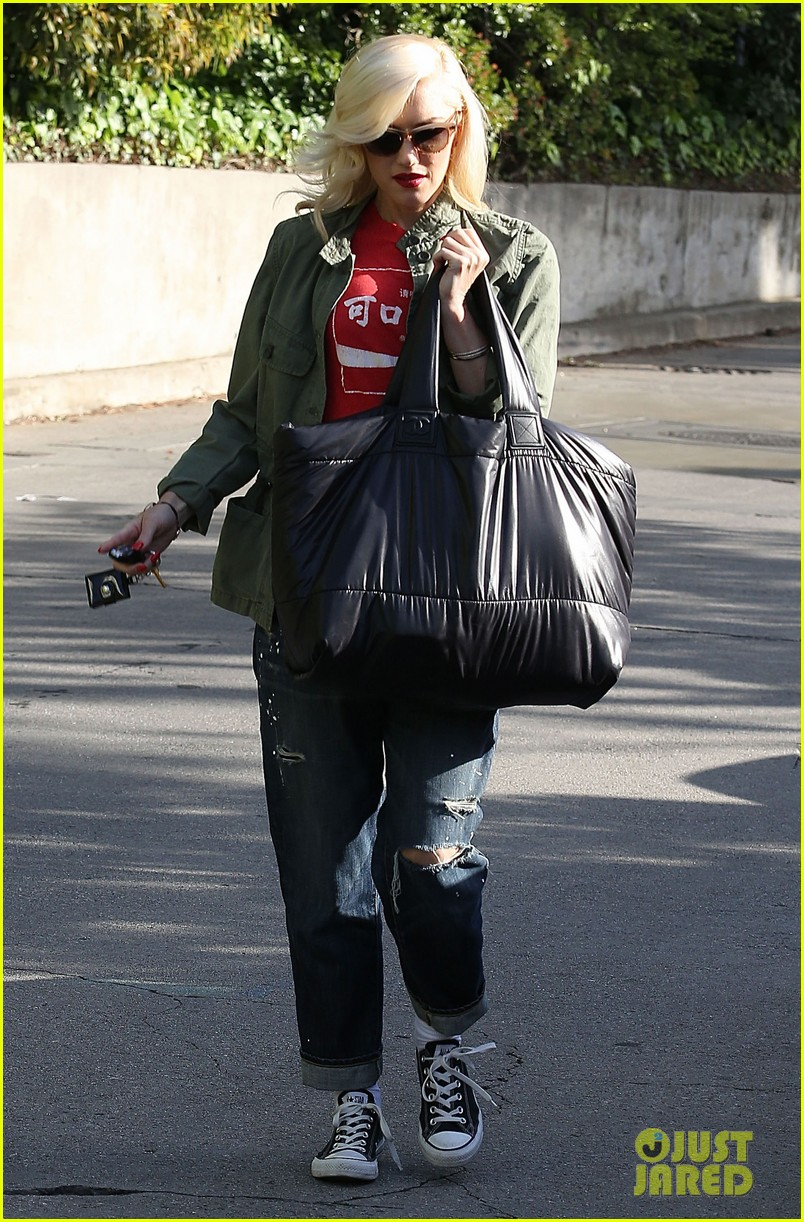 gwen stefani tuesday errands in la 192857195