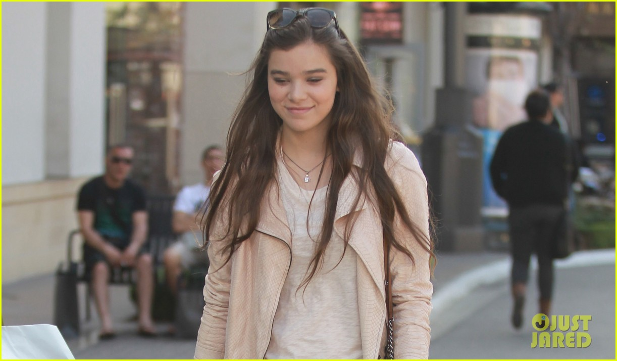 hailee steinfeld i cant wait to see great gatsby 022859935