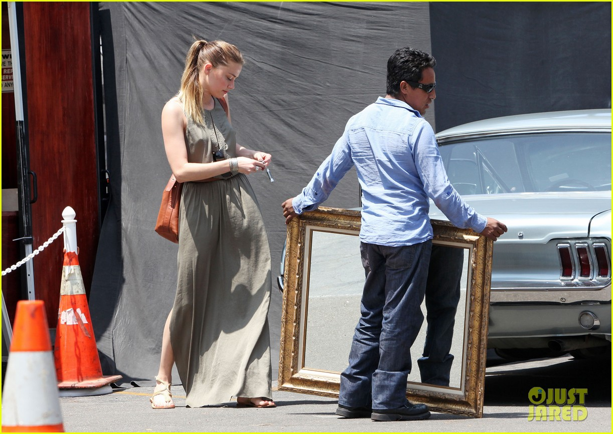 amber heard solo shopping after night with johnny depp 032860402