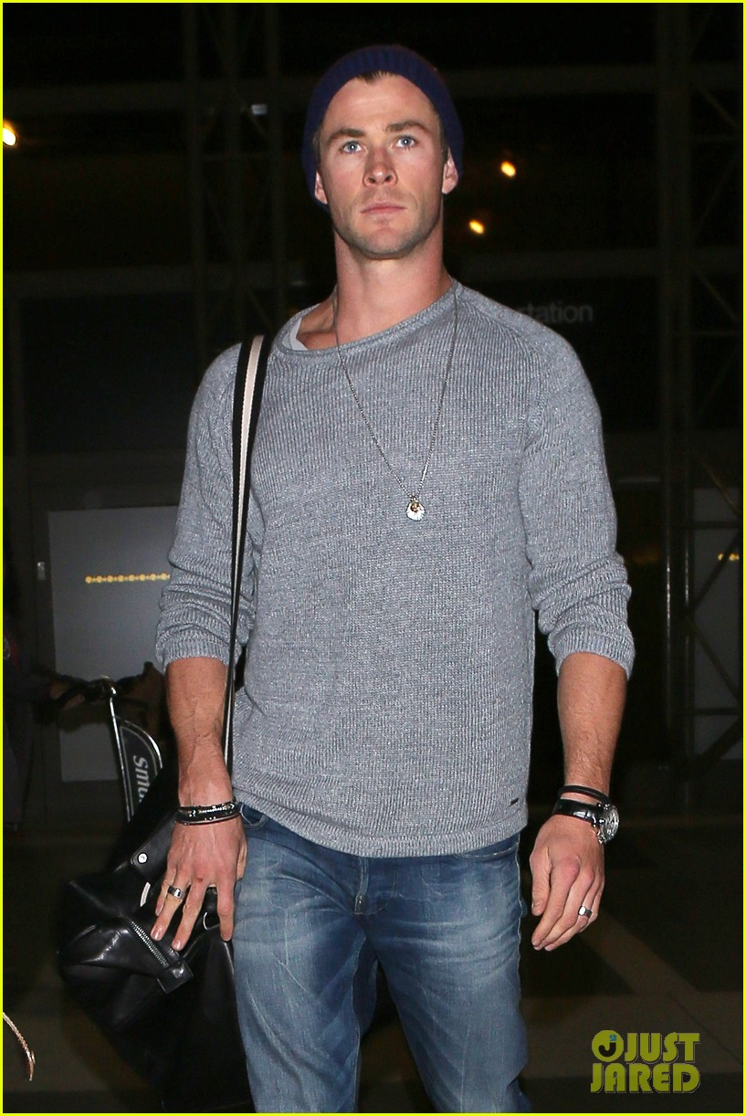 Liam Hemsworth Ripped Flight liam hemsworth goesLiam Hemsworth Ripped