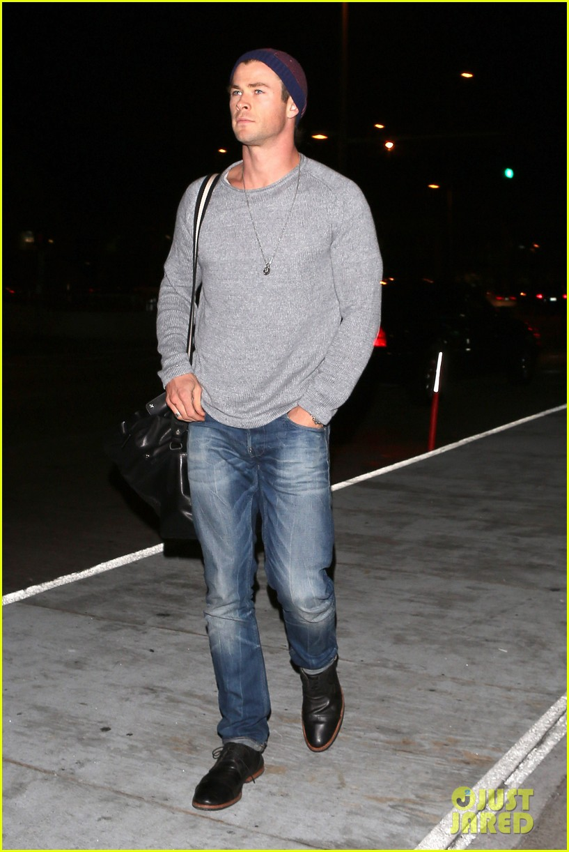 chris hemsworth catches flight liam hemsworth goes skateboarding 132855626