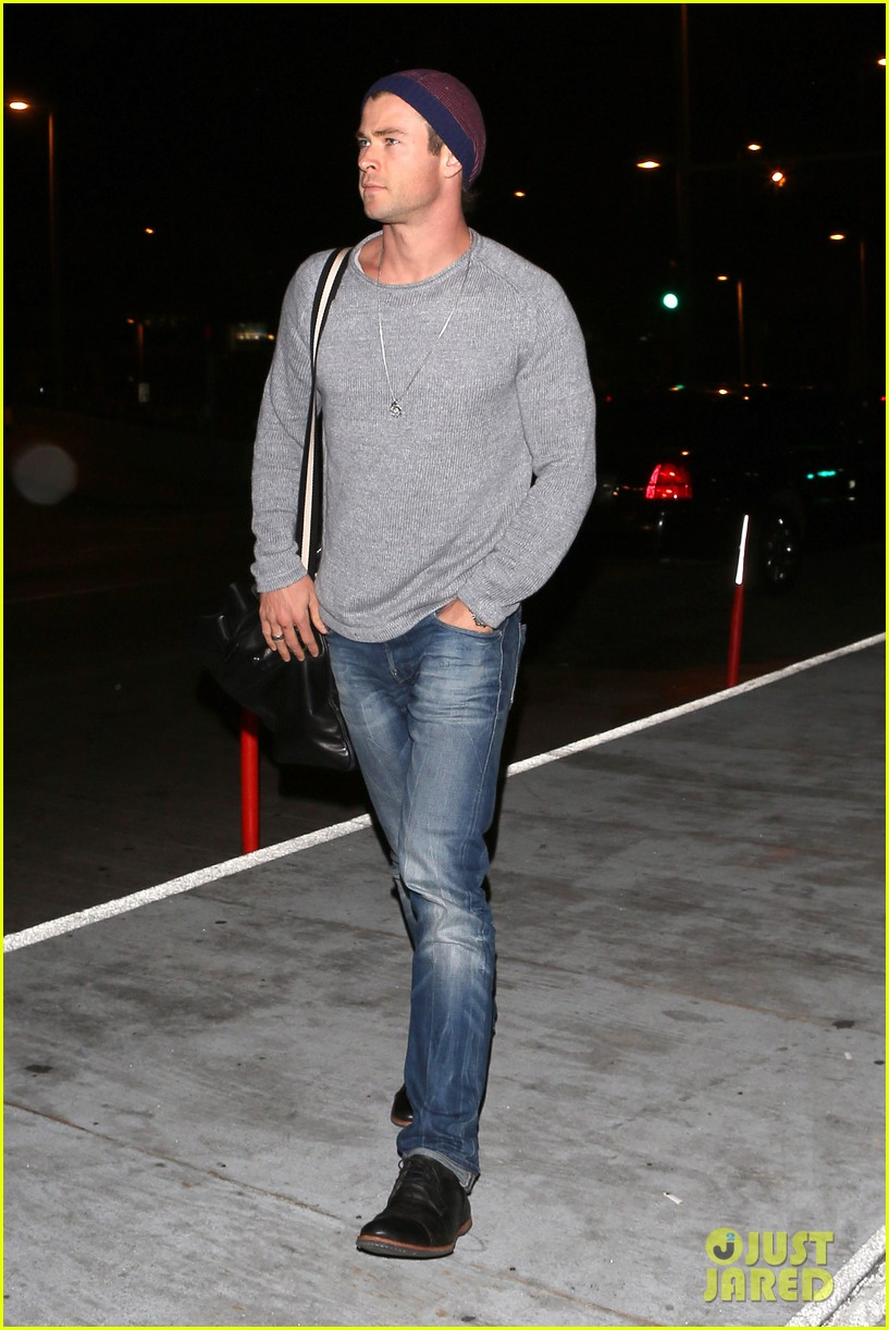 chris hemsworth catches flight liam hemsworth goes skateboarding 142855627