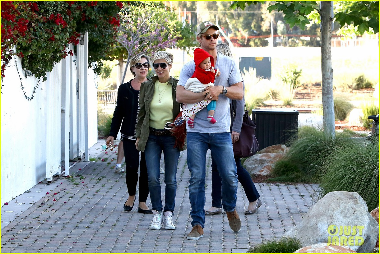 chris hemsworth elsa pataky lunchtime with india 18