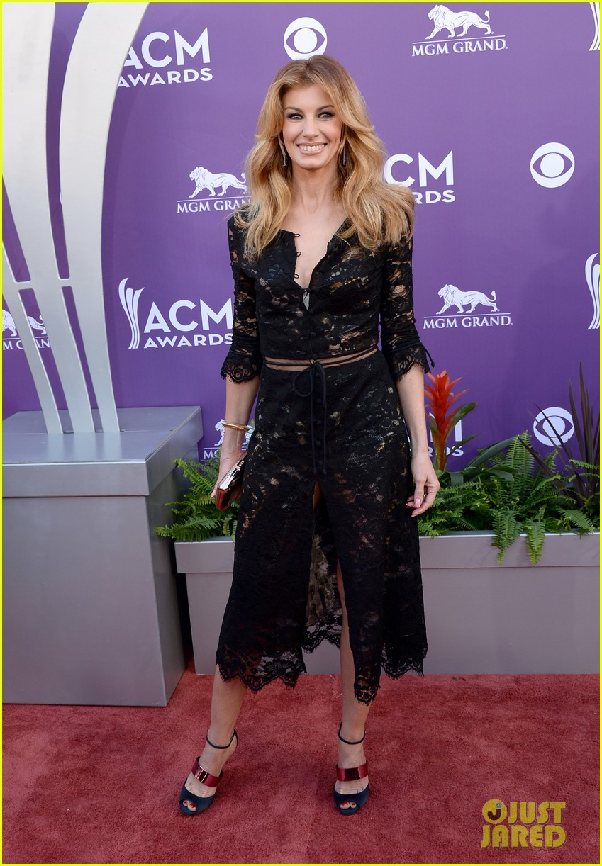 faith hill tim mcgraw acm red carpet 2013 06