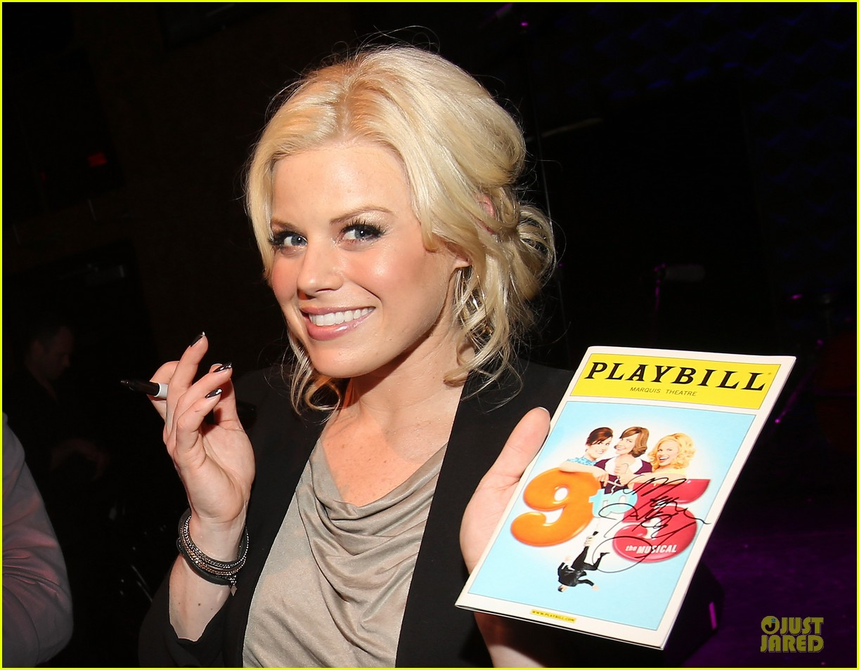 megan hilty joes pub showcase 02