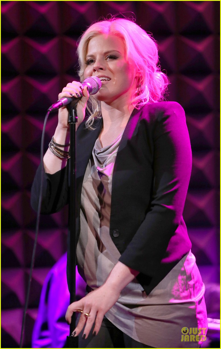 megan hilty joes pub showcase 18