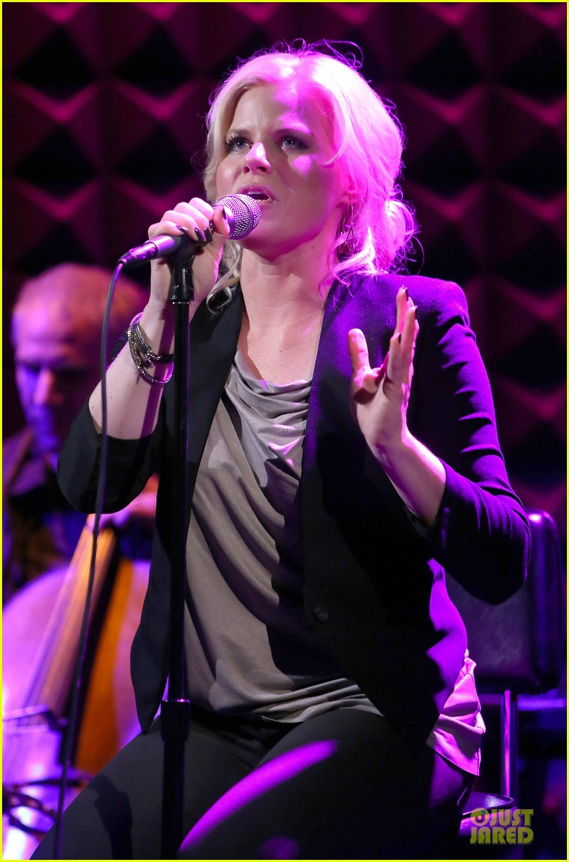megan hilty joes pub showcase 19