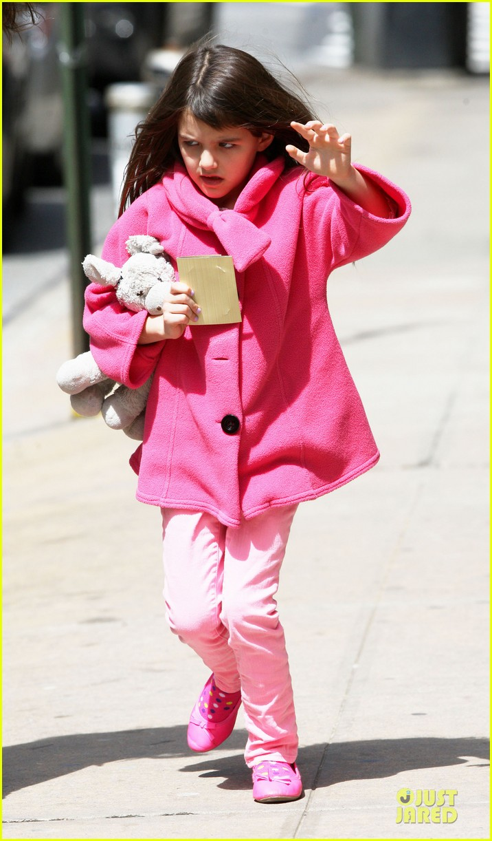 katie holmes suri nail salon after seventh birthday celebration 132854243