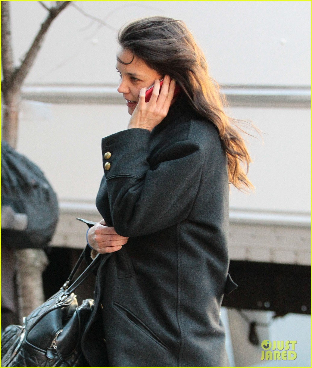 katie holmes steps out after peter cincotti dating rumors 02