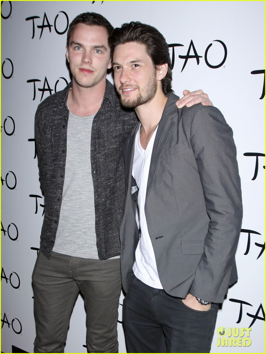 nicolas hoult ben barnes seven deadly sins party 102845289
