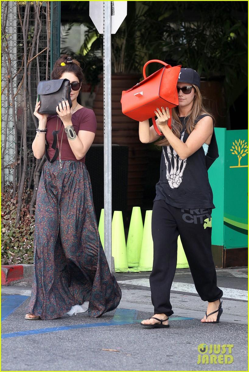 vanessa hudgens ashley tisdale hide behind their bags 10