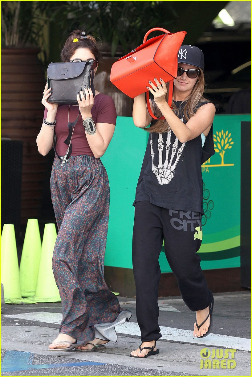 vanessa hudgens ashley tisdale hide behind their bags 15