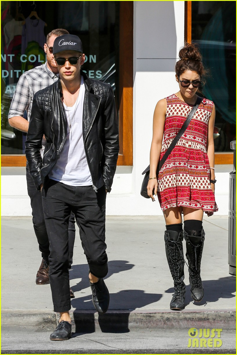 vanessa hudgens austin butler cafe roma lunch lovers 122852956