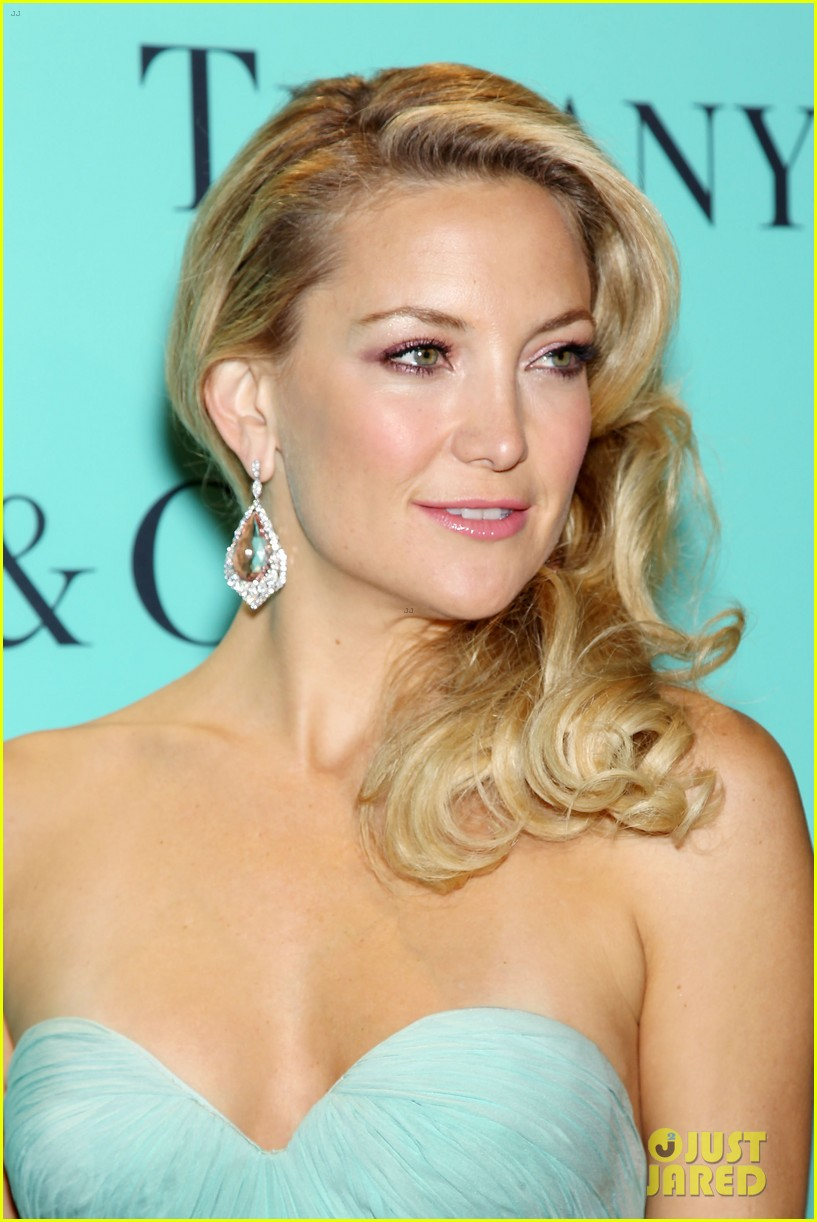 kate hudson carey mulligan tiffany blue book gala 13