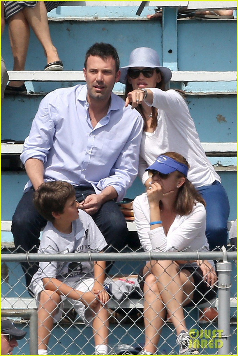 ben affleck jennifer garner track meet with the girls 242860083