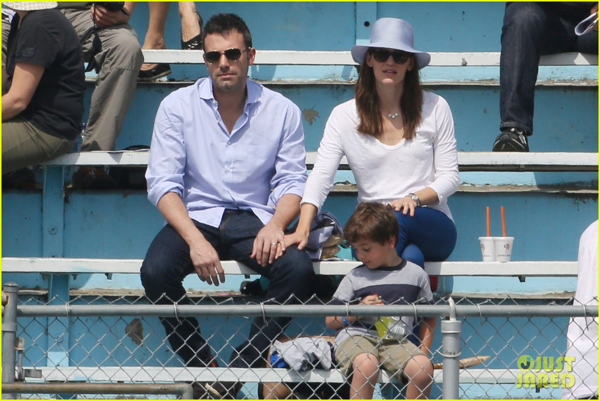 ben affleck jennifer garner track meet with the girls 472860106