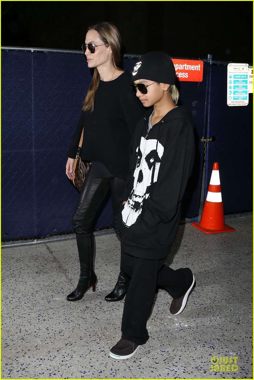 angelina jolie lax arrival with maddox 05