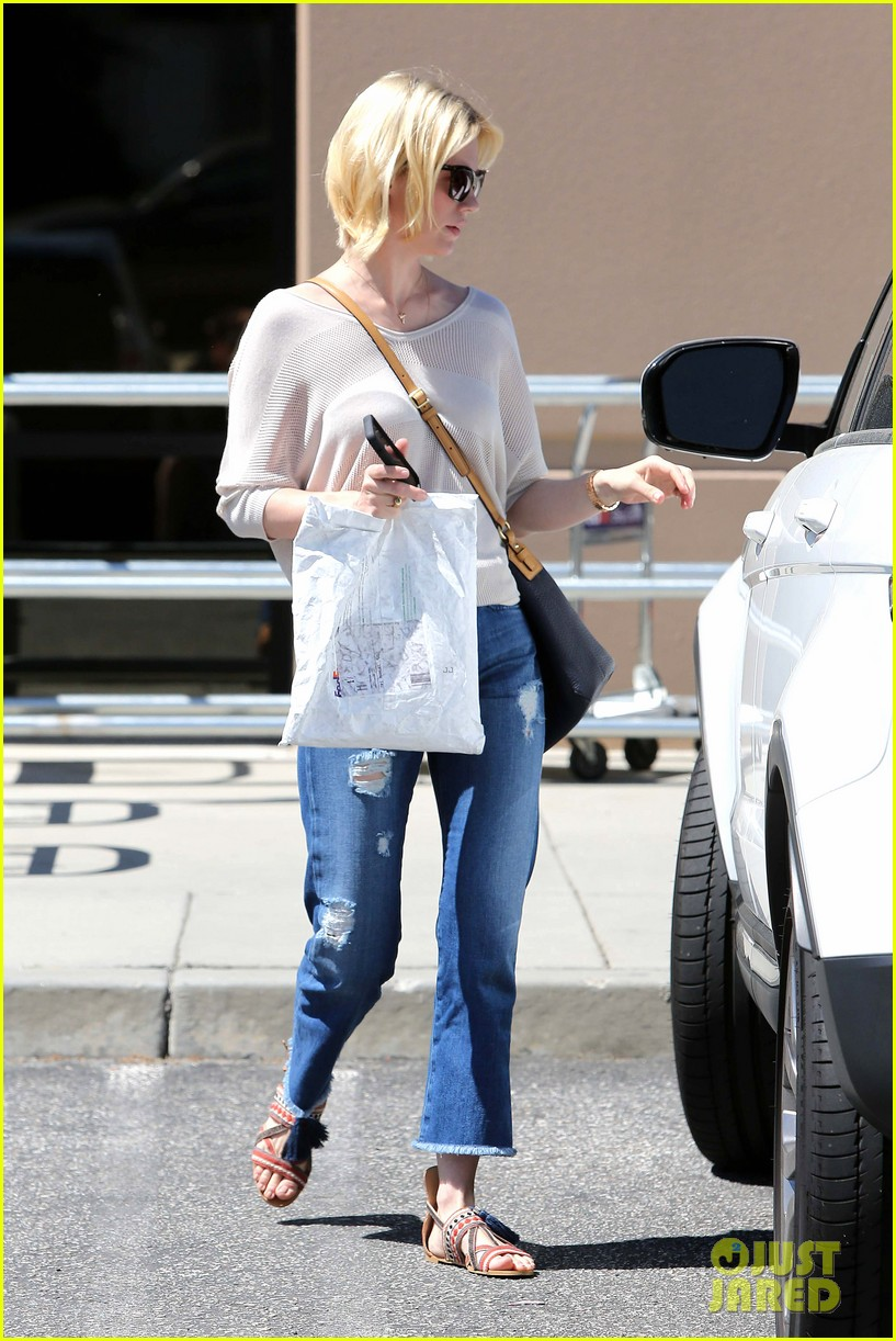 january jones friday fedex stop 292853763