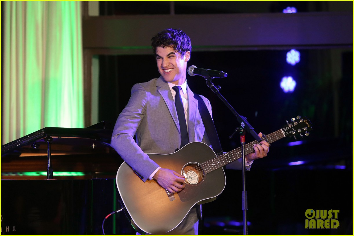 mindy kaling darren criss verde grades of green fundraiser 162848193