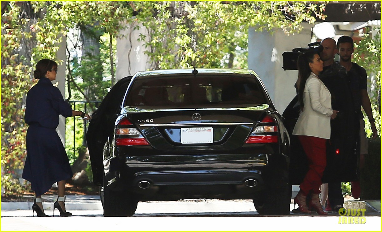pregnant kim kardashian bare baby bump photo 072844217