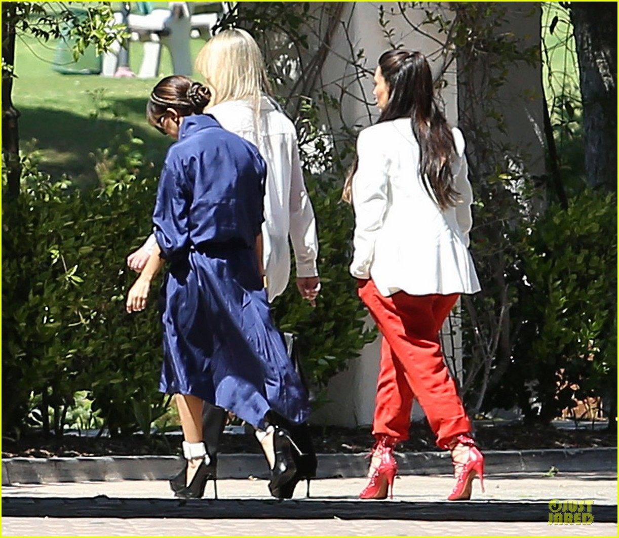 pregnant kim kardashian bare baby bump photo 14