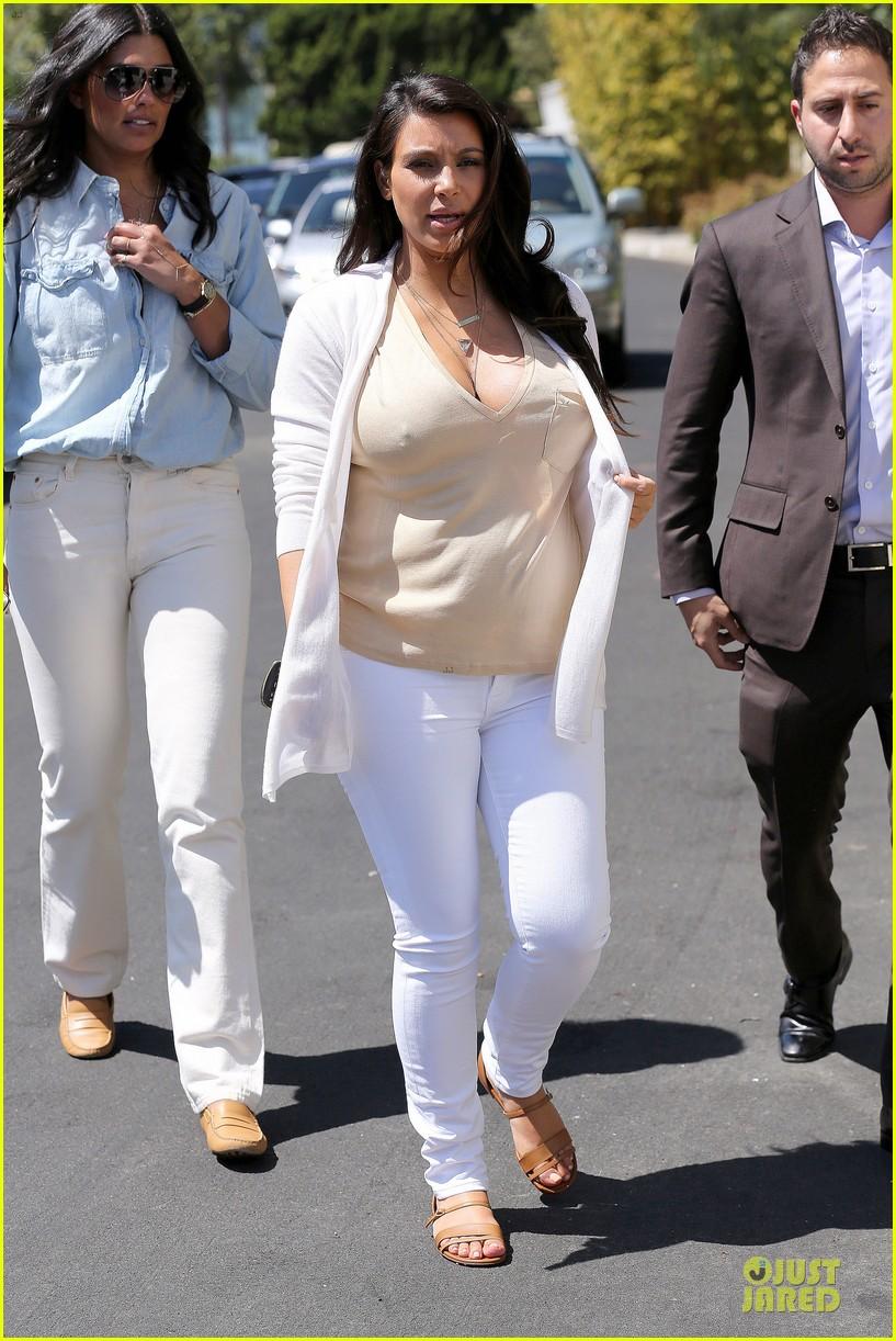 kim kardashian braless house hunting 09