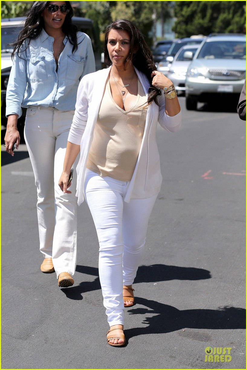kim kardashian braless house hunting 122854293