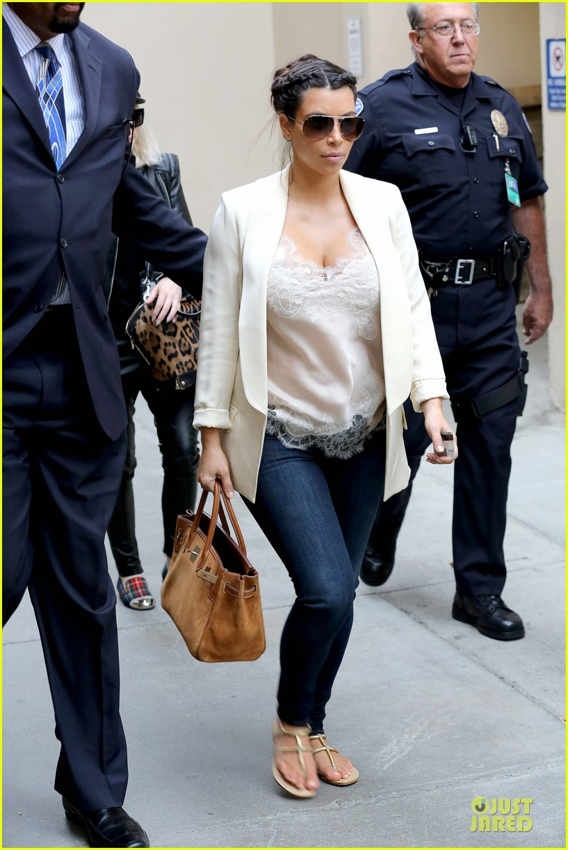 kim kardashian burbank flight before mtv movie awards 2013 03