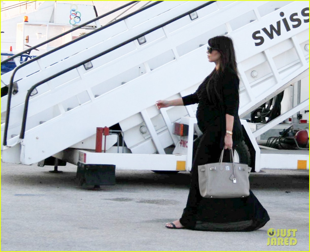 pregnant kim kardashian lands in greece with family 24