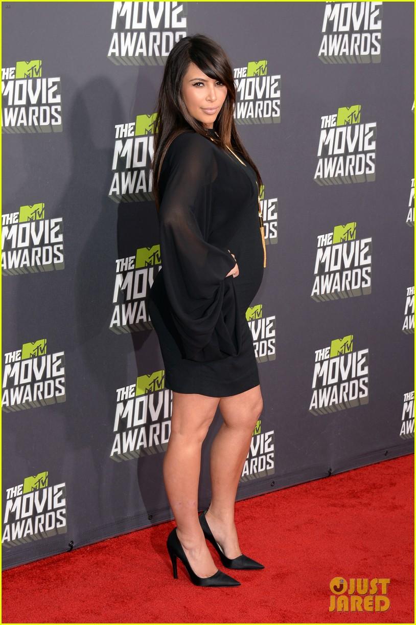 kim kardashian mtv movie awards 2013 red carpet 02