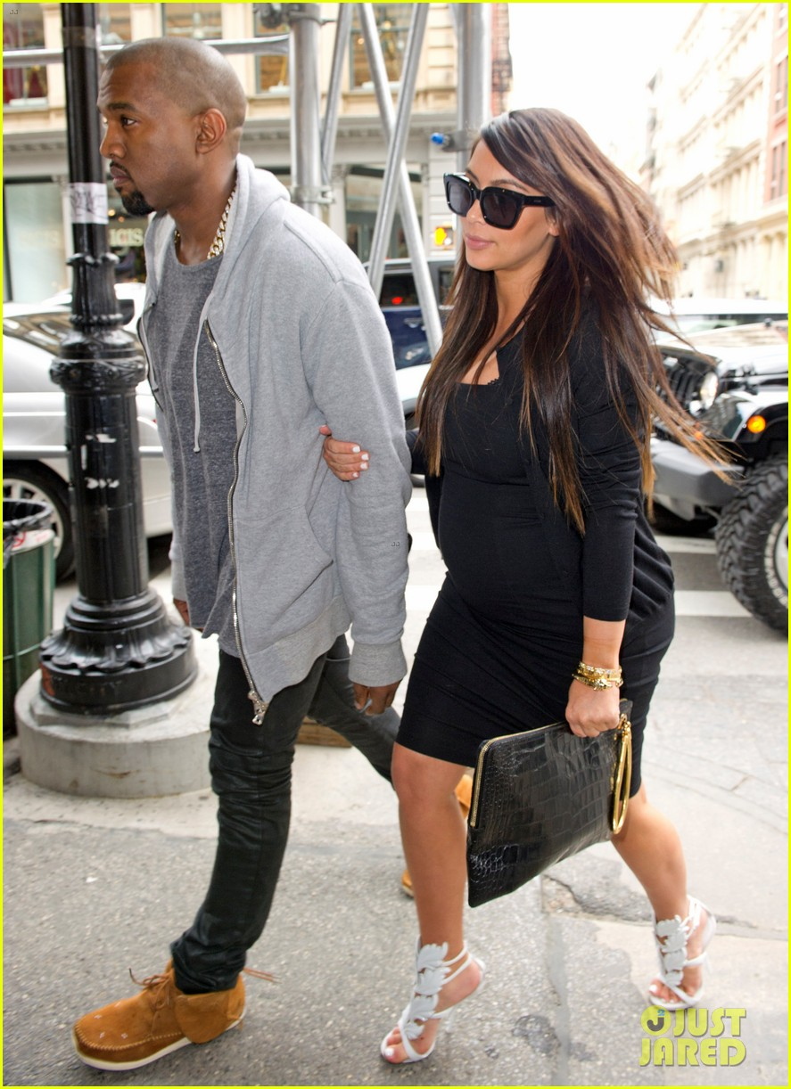 pregnant kim kardashian kanye west reunite in nyc 012855866