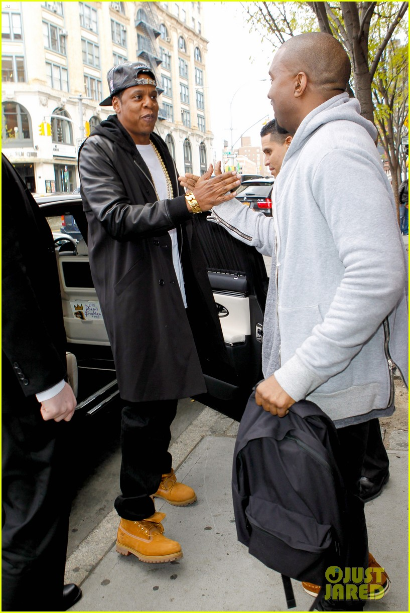 pregnant kim kardashian kanye west reunite in nyc 112855876
