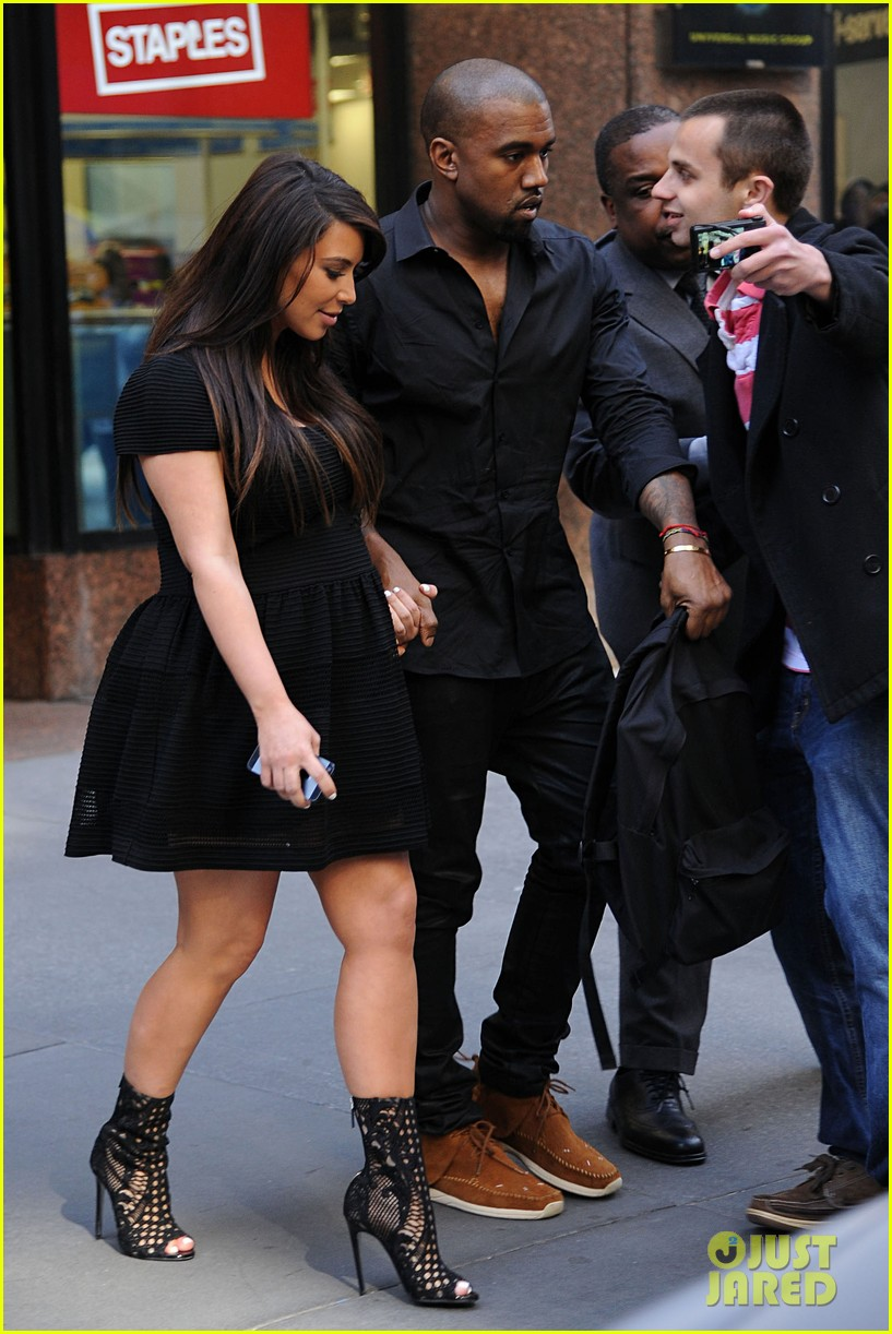 kim kardashian kanye west rushed by fan wanting photo 06