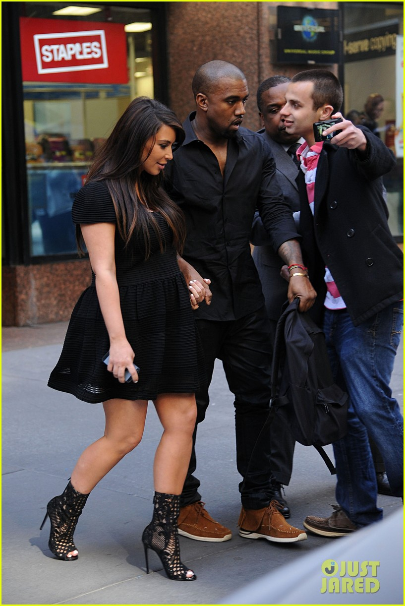 kim kardashian kanye west rushed by fan wanting photo 07