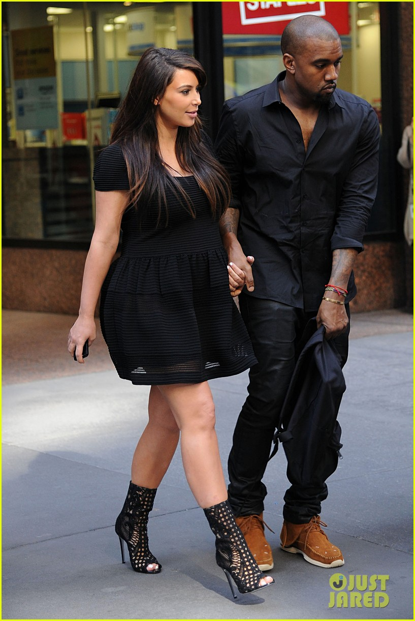 kim kardashian kanye west rushed by fan wanting photo 09