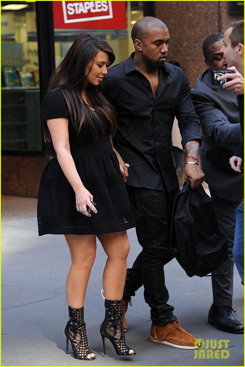 kim kardashian kanye west rushed by fan wanting photo 13