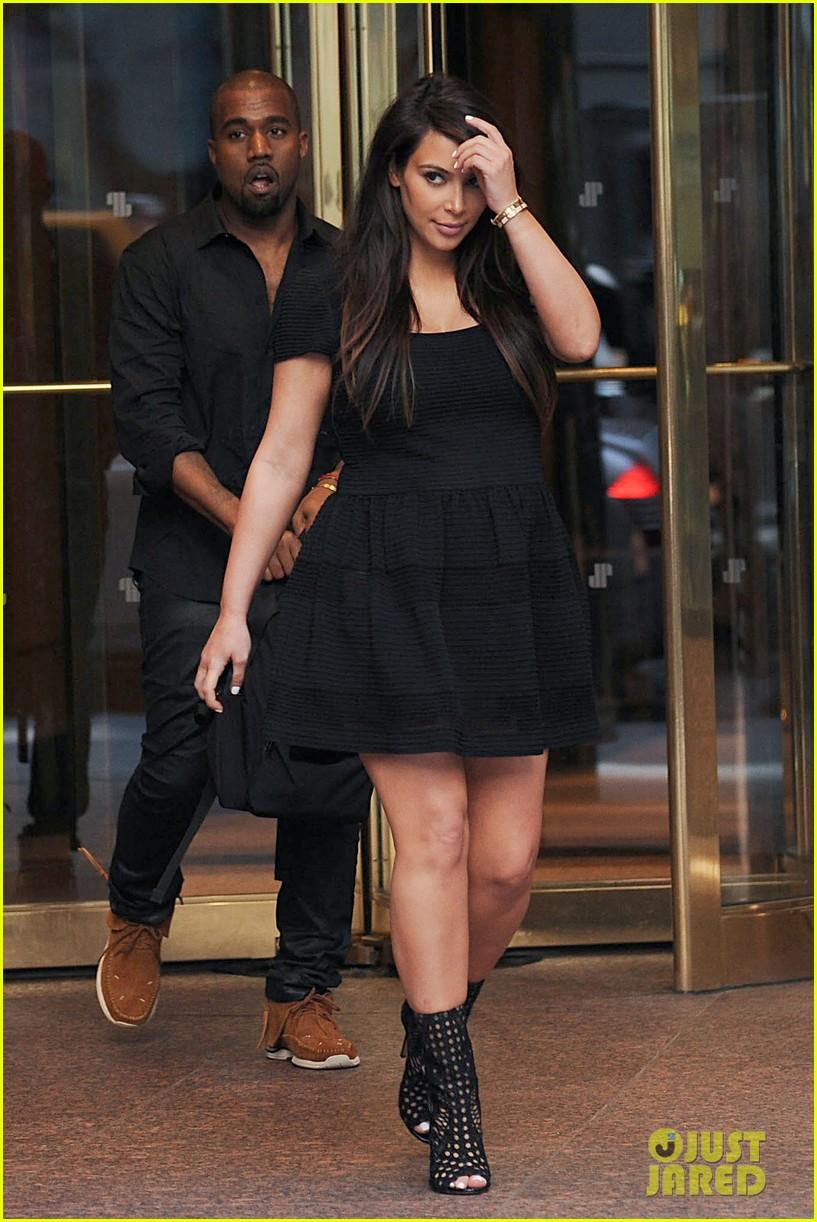 kim kardashian kanye west rushed by fan wanting photo 20