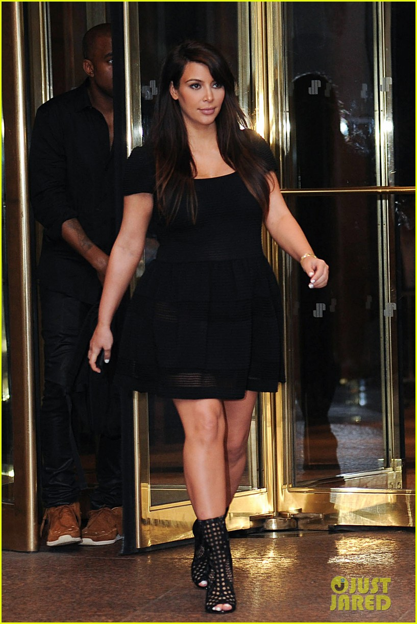 kim kardashian kanye west rushed by fan wanting photo 24