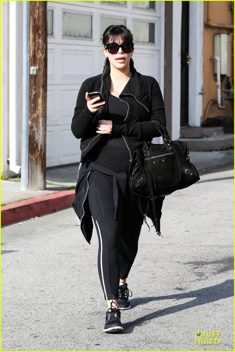 kim kardashian pregnant brentwood workout 01