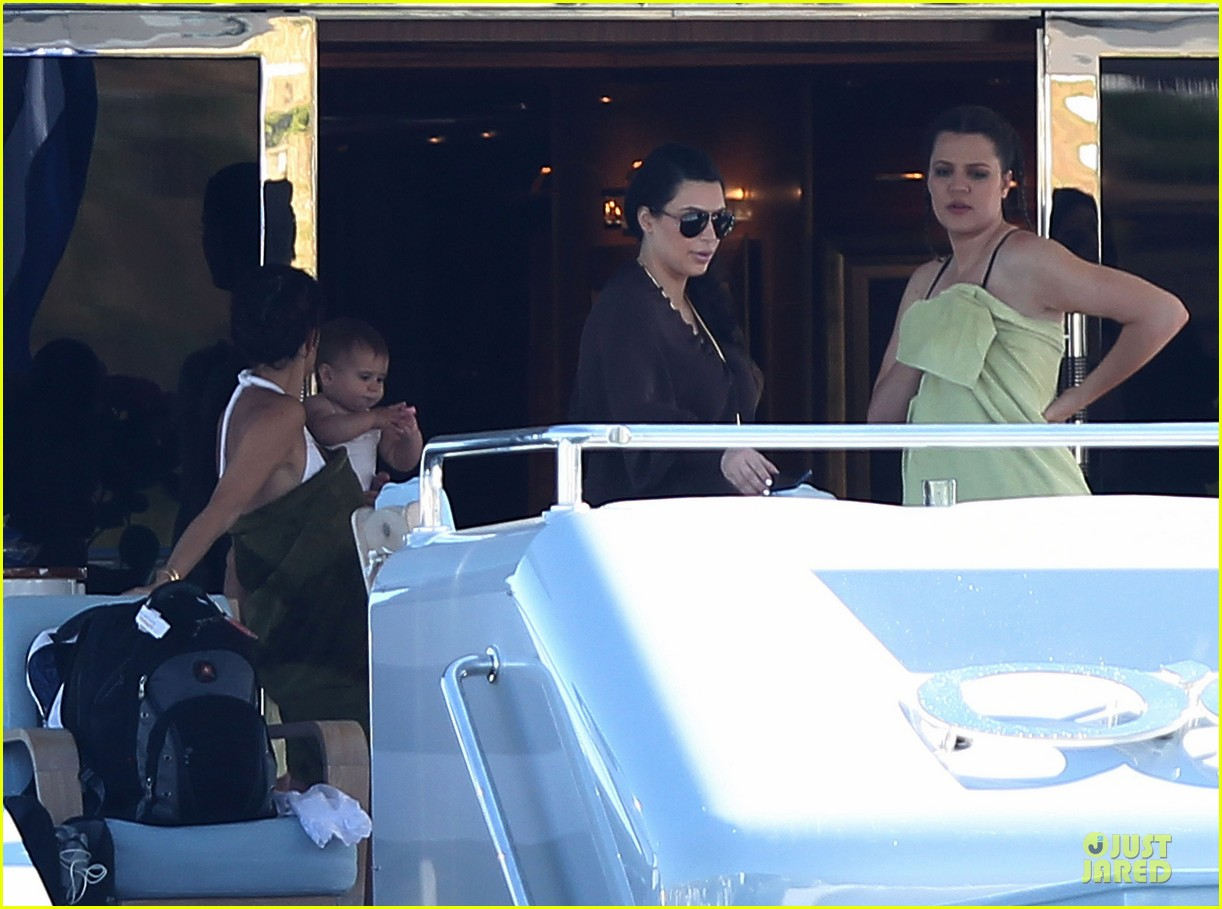 pregnant kim kardashian greece yacht with family 432859317
