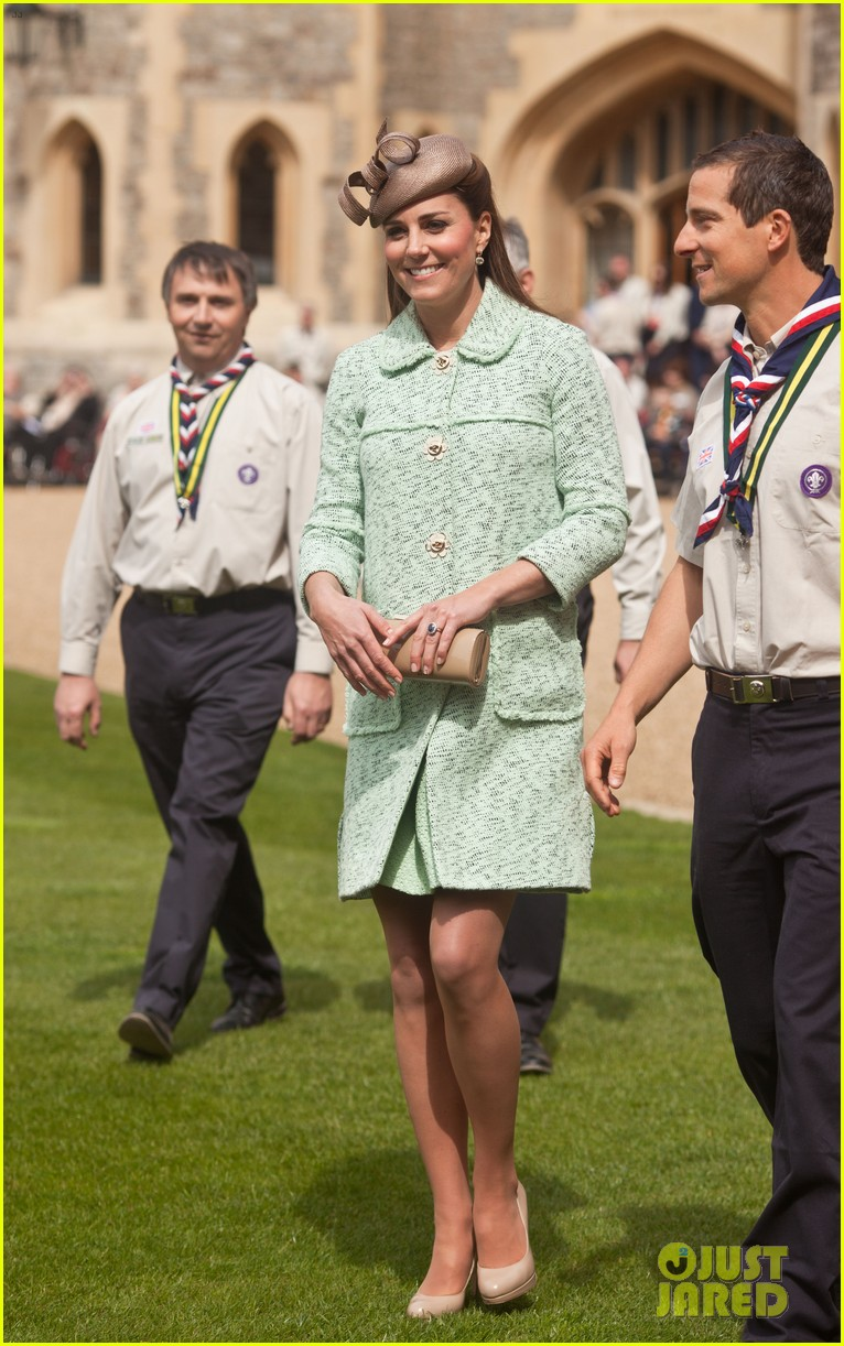 pregnant kate middleton baby bump at queen scouts review 032854849