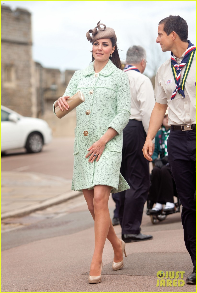 pregnant kate middleton baby bump at queen scouts review 08