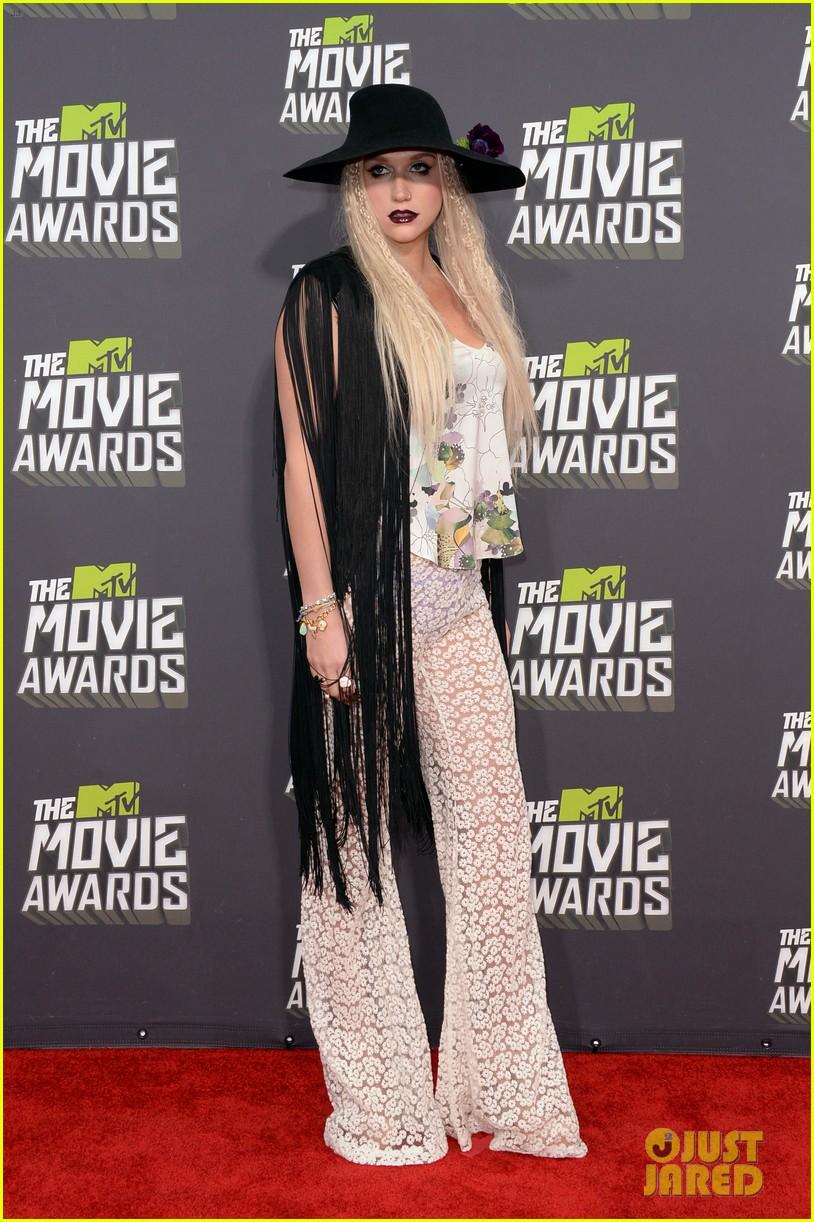 kesha mtv movie awards 2013 red carpet 12