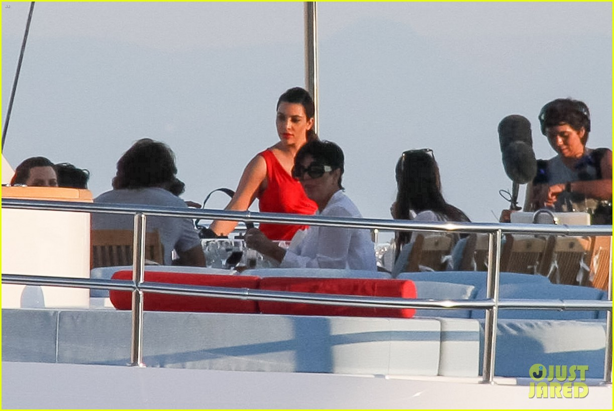 pregnant kim kardashian family boat ride in greece 34