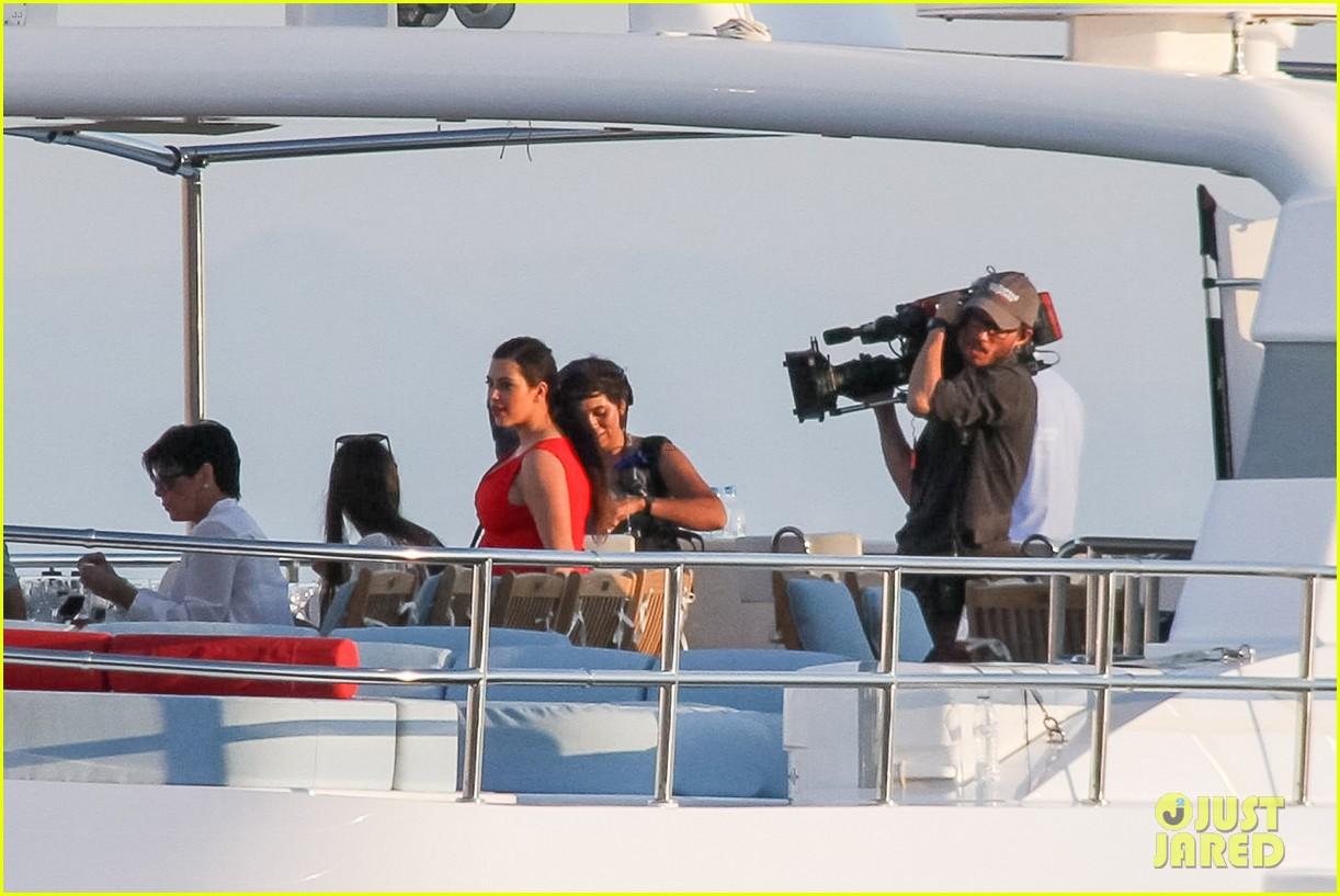 pregnant kim kardashian family boat ride in greece 47